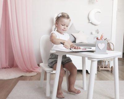 stolik-drewniany-pokoj-dzieciecy