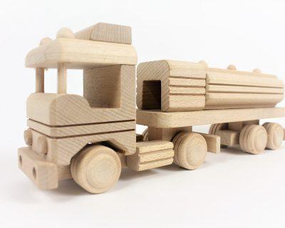 drewniana-zabawka-cysterna