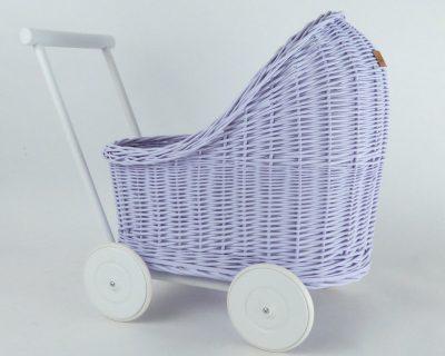 wózek z wikliny do zabawy