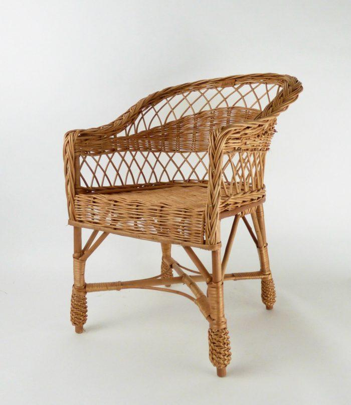krzesełko wiklinowe w kolrze naturalnym