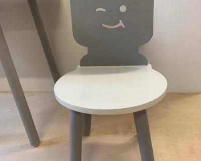 krzesełko dla dzieci ludzik z klocków