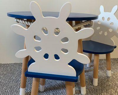 krzesełko w stylu marynarskim